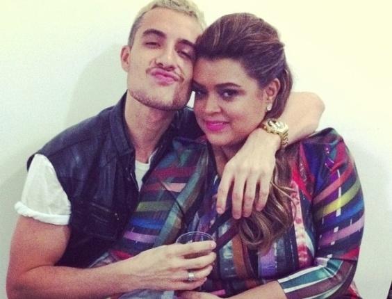 23.mai.2013 - Thiago Tenório mostrou foto em que aparace com Preta Gil nos bastidores do show do Chiclete com Banana, onde ela fez uma participação nesta quinta