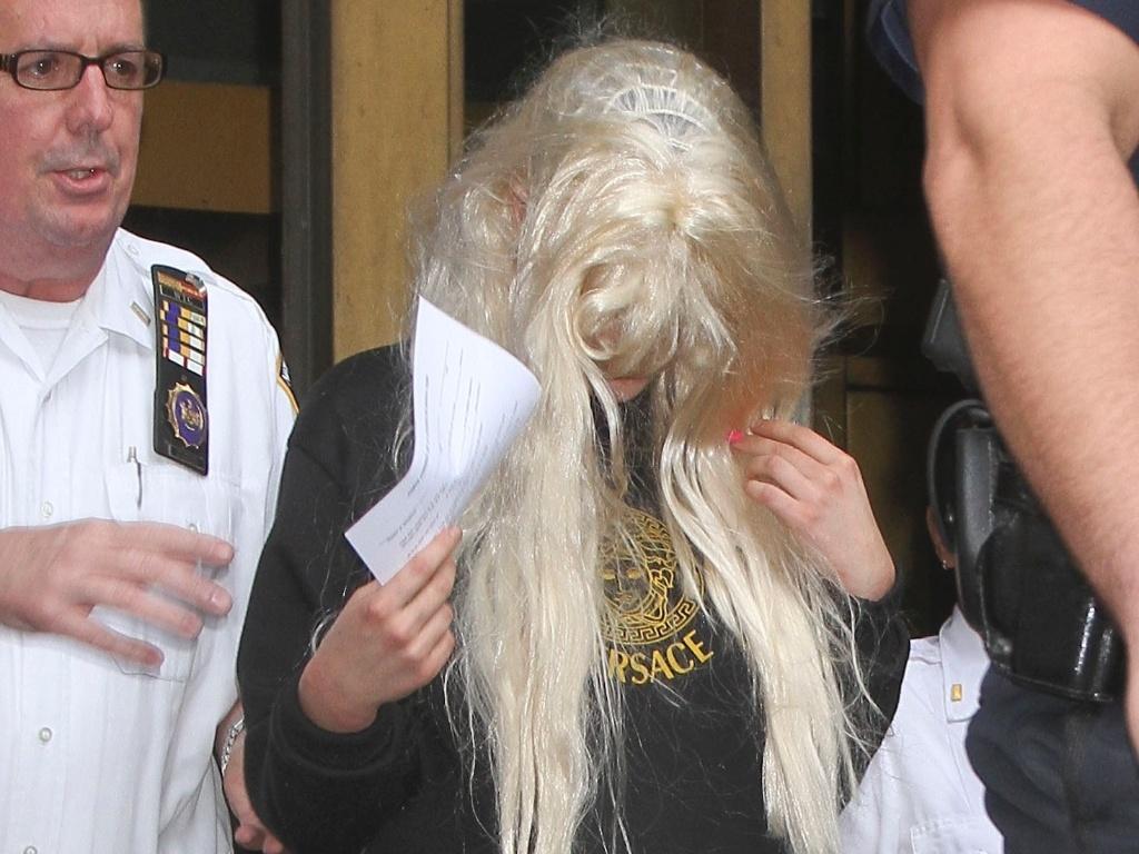 24 mai.2013 - Amanda Bynes já deixou a prisão