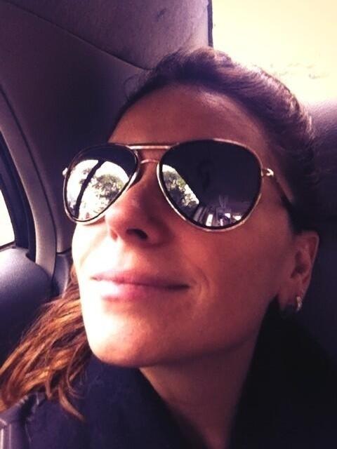 24.mai.2013 - Giovanna Antonelli mostra foto indo para ensaio de filme