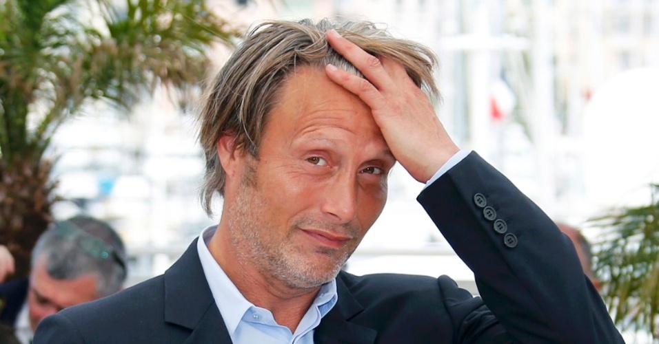 24.mai.2013 - Mads Mikkelsen posa para sessão de fotos durante o Festival de Cannes
