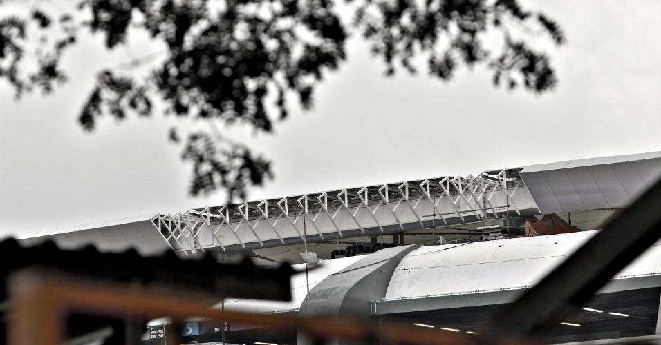 24.mai.2013 - Cobertura do Maracanã ainda não foi concluída apesar do estádio já ter sido entregue à Fifa