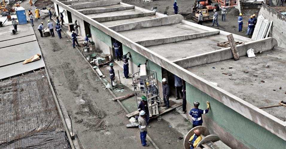 24.mai.2013 - Local de acesso a torcedores ainda está em obras no Maracanã