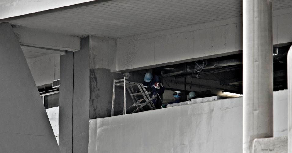 24.mai.2013 - Estádio do Maracanã ainda passa por obras a menos de um mês da Copa das Confederações