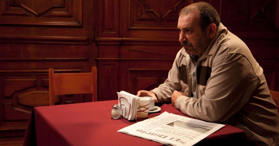 """Na série """"Sr. Ávila"""", Ybarra (Hernán Mendoza) é amigo e mentor de Ávila, além de um dos assassinos mais antigos da organização"""