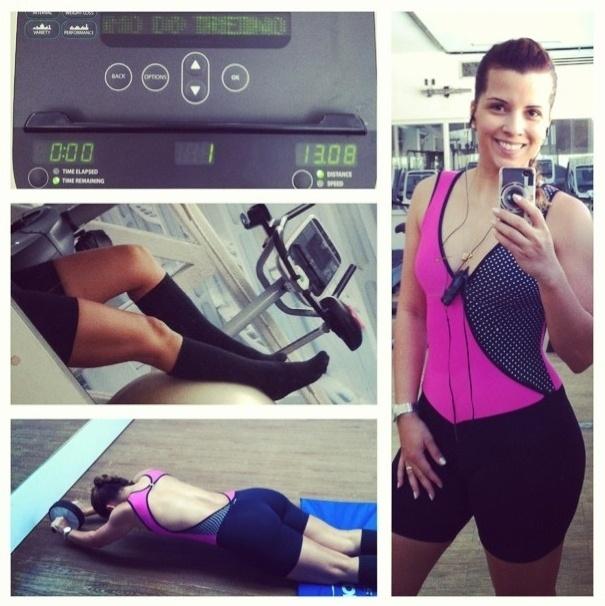 27.jun.2013 - Após uma crise de enxaqueca, a modelo Renata Santos volta para a academia sem moleza. Ela pedalou 13 km e ainda fez exercícios com um rolo para deixar o abdome definido