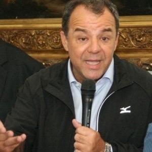 O governador do Rio de Janeiro, Sérgio Cabral (PMDB), fala durante entrevista coletiva sobre os estragos da chuva em Petrópolis