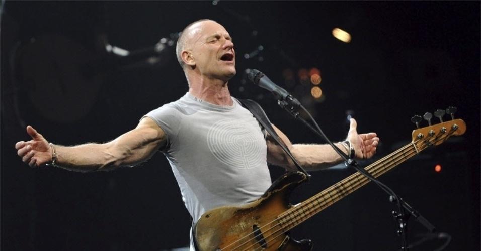 Músico britânico Sting durante apresentação na Alemanha, em 2012. O baixista lançará um novo álbum em 2013