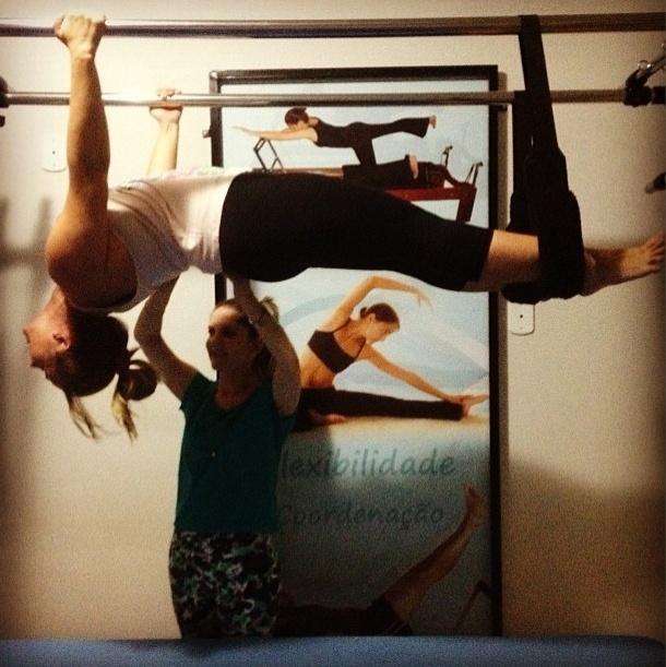 18.jul.2013 - Para manter a forma e aumentar a flexibilidade, Andreia Sorvetão investe nas aulas de pilates