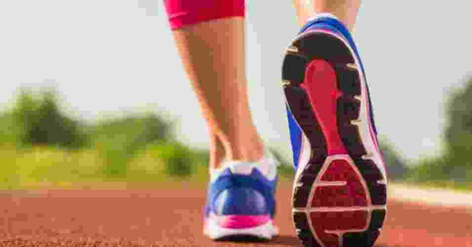 caminhada, andar, tênis para caminhar - Thinkstock