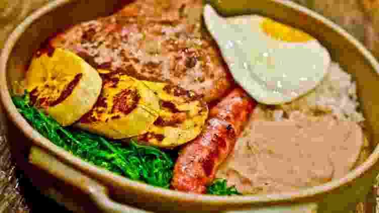 """O """"virado"""" do nome do prato está relacionado ao modo de preparo da tradicional receita paulistana - Divulgação"""