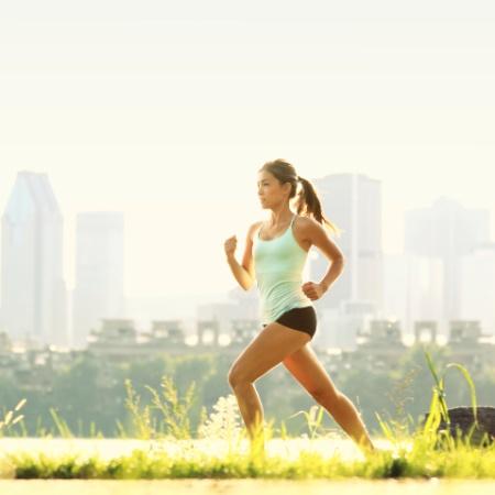 A corrida pode queimar mais de mil calorias em uma hora - Thinkstock