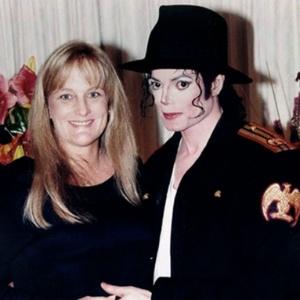 Debbie Rowe e Michael Jackson posam para foto de casamento em novembro de 1996 - Reuters