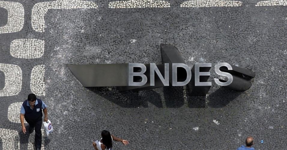 Entrada principal do prédio do BNDES, no Rio de Janeiro