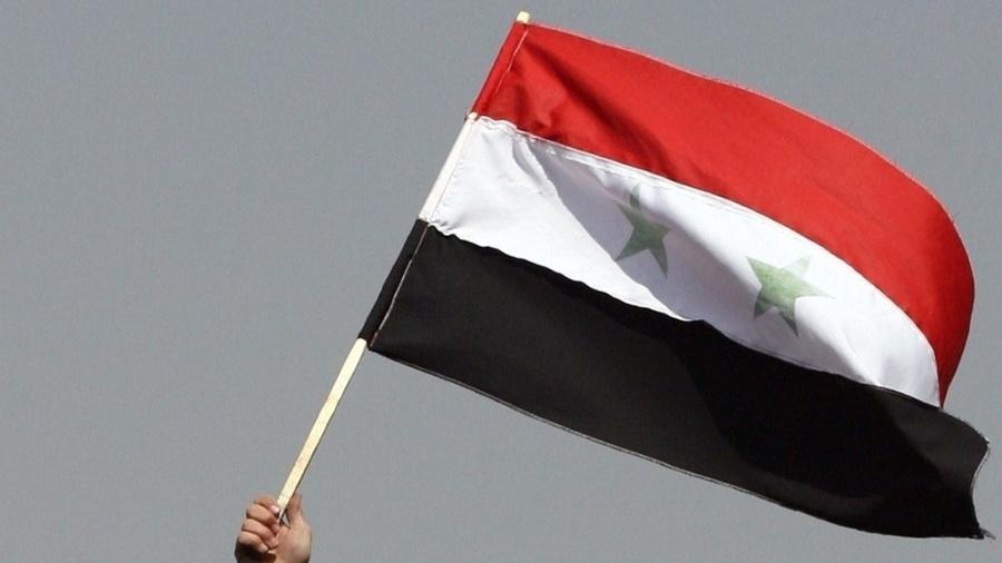 Imagem de arquivo da bandeira da Síria; A ONU também acusou o regime de ter executado ataques químicos contras seus próprios cidadãos no passado - Louai Beshara/AFP