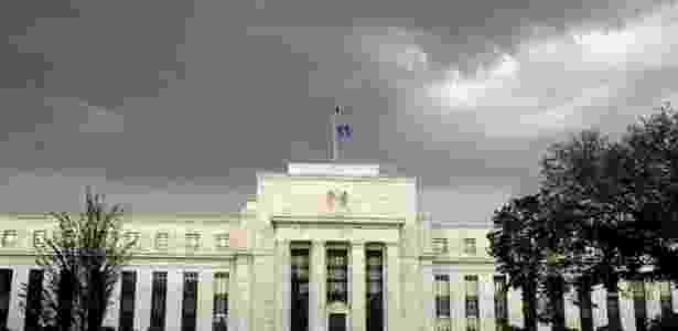 Banco Central dos EUA mantém política monetária inalterada em meio a incertezas eleitorais - Por Howard Schneider e Ann Saphir