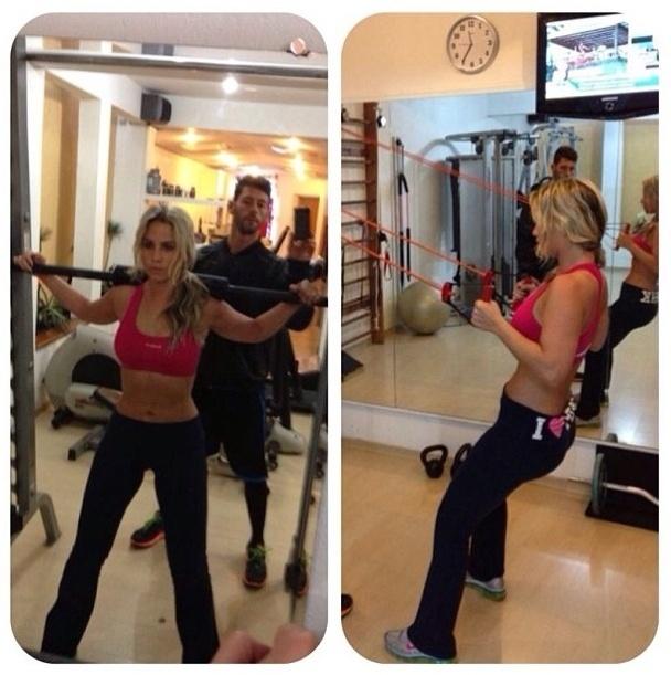 28.ago.2013 - A apresentadora Mônica Apor treina pesado para definir o corpo. Ela faz agachamento no