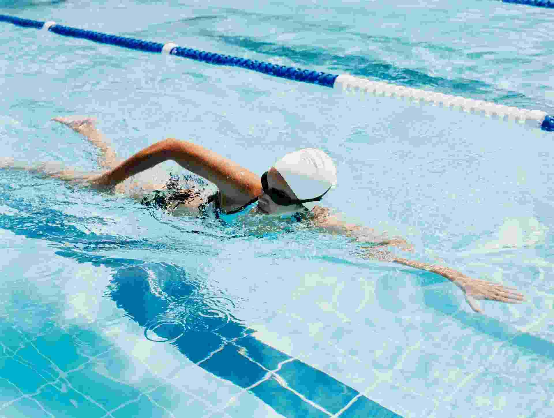 29.ago.2013 - natação, mulher nadando, nadadora - Thinkstock