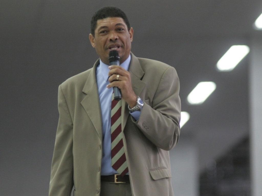 Pastor Valdemiro Santiago vende sementes prometendo a cura da ...