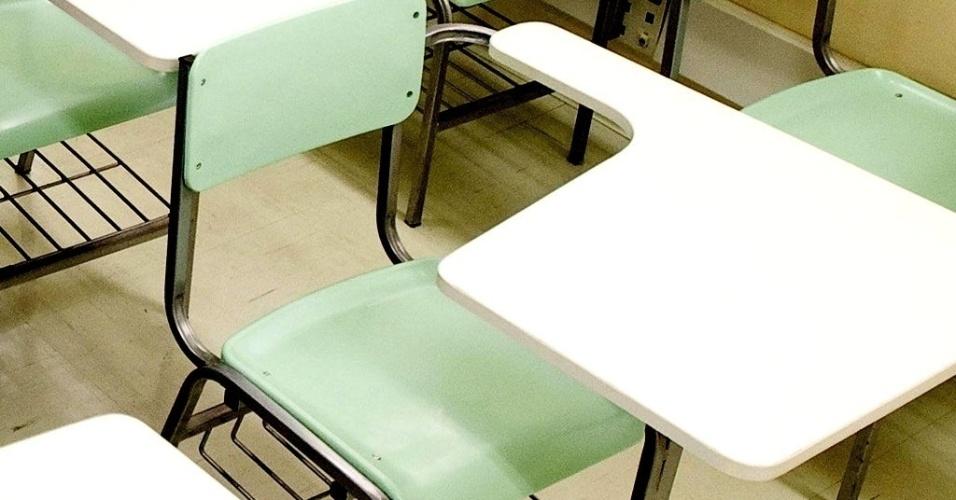 Mídia Indoor; wap; TV; educação; escola; pública; particular; ensino; carteira; sala de aula; vestibular; estudo; aluno; estudante; prova; exame; cadeira; mesa; professor; cursinho; universidade; faculdade; alunos; estudantes; concurso público