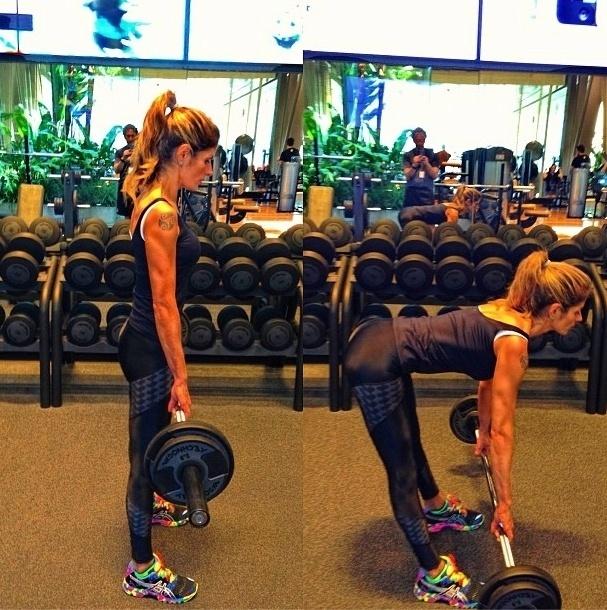 6.set.2013 - Carol Magalhães faz o stiff para definir as pernas