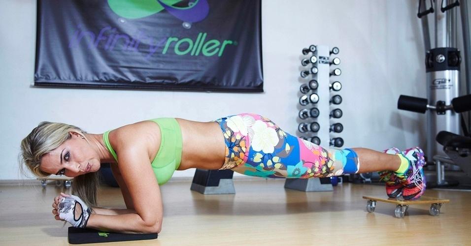 Mônica Arpor - apresentadora do programa Zoo - abdominal no infinity roller