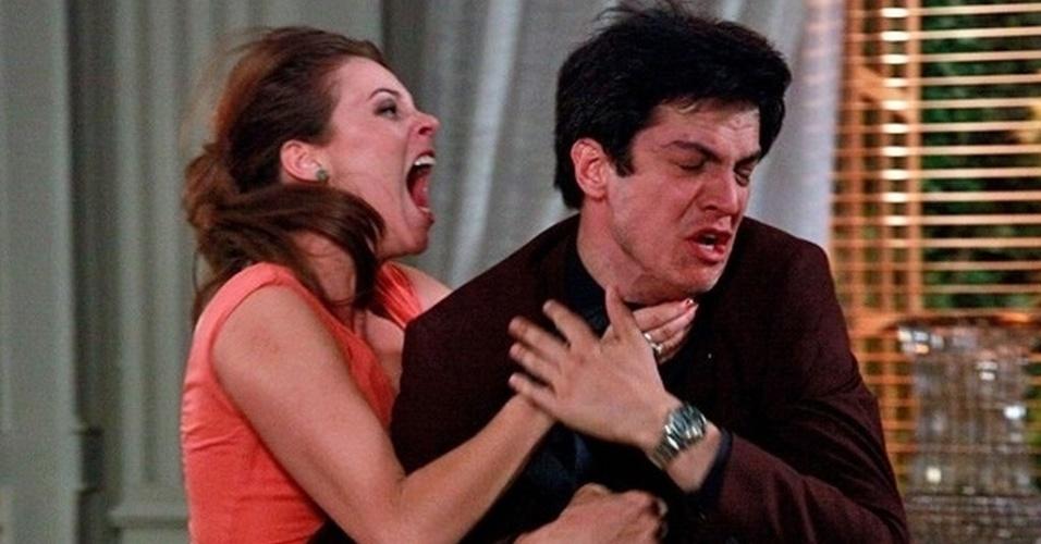 """Em """"Amor à Vida"""", Paloma dá surra em Félix ao saber que ele jogou Paulinha na caçamba"""