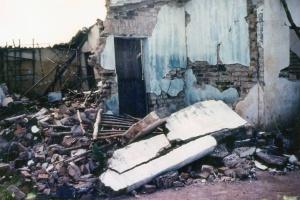 Casa destruída por terremoto em João Cãmara em 1986