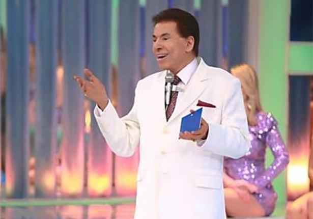 Silvio Santos recebe a apresentadora Janaína Jacobina e a modelo Flávia Viana em seu programa