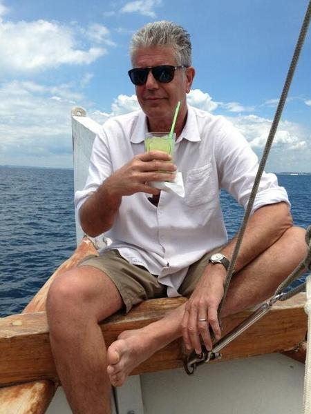 """O chef Anthony Bourdain grava """"Parts Unknown"""" em Salvador em 2014 - Divulgação/twitter.com/Bourdain"""