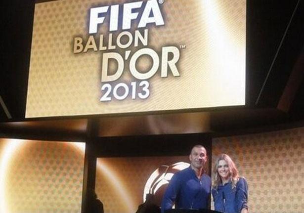 Fernanda Lima posa para foto com Gullit em ensaio para Bola de Ouro