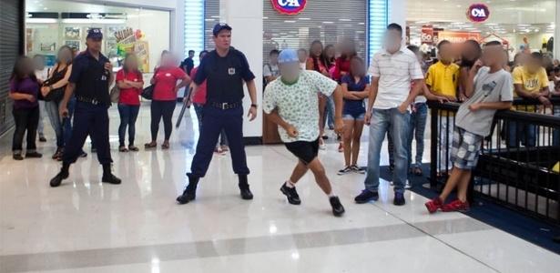 """11.jan.2014 - Usuários do Facebook marcaram um """"rolezinho"""" no Shopping Itaquera"""