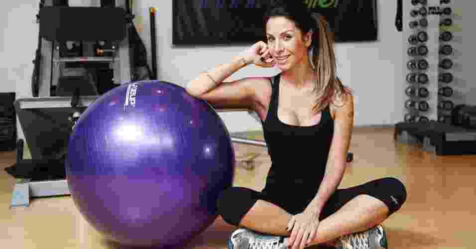 Lizi Benites - ex-panicat e modelo - abre do álbum - Rodrigo Niemeyer/UOL. Agradecimento: Sthanke Trainer