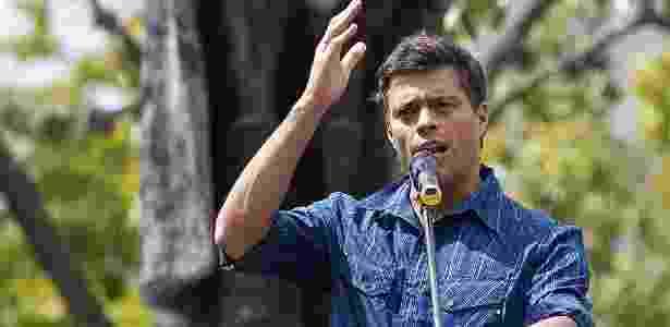 """O líder da oposição Leopoldo Lopez está preso desde 2014 acusado de """"incitação à violência"""" - Juan Barreto/AFP"""