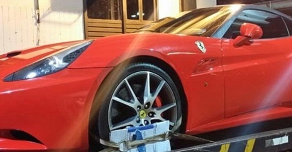 20.mar.2014 - Detran de Brasília apreenderam Ferrari avaliada em R$ 950 mil e descobriram que o veículo tinha nada menos do que R$ 62 mil em multas acumuladas