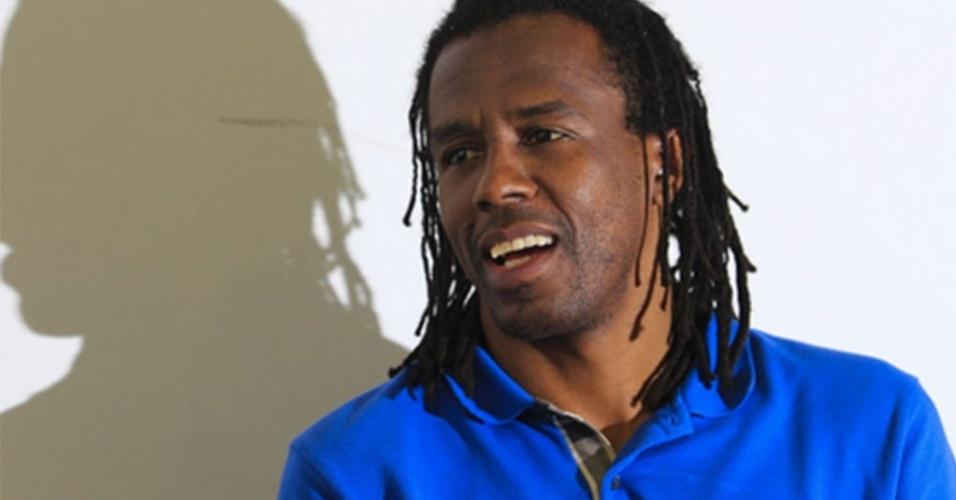 Matéria especial sobre racismo com ex-jogador e atualmente diretor de futebol no Paraná Roque Júnior