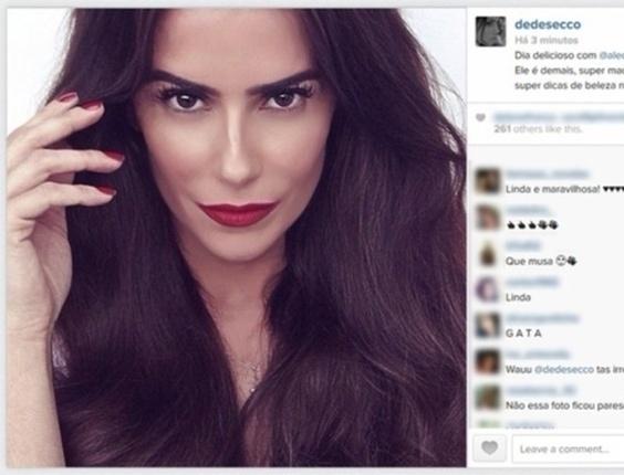 Deborah Secco posta foto em que aparece morena e fã comenta: ?Parece o Coringa?