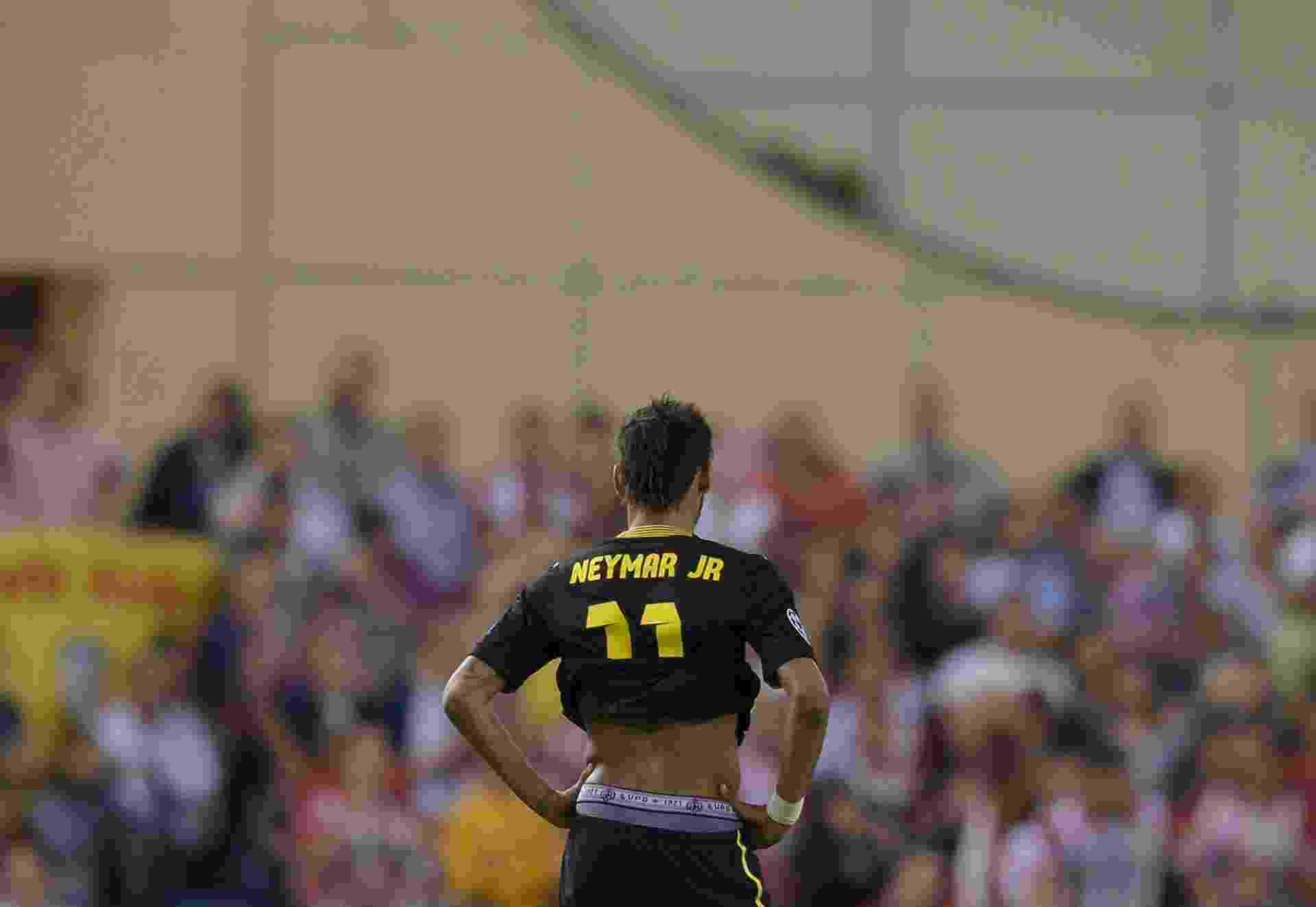 Neymar mostra marca de patrocinadora na cueca em jogo do Barcelona contra o Atlético de Madri pela Liga dos Campeões da Europa - Dani Pozo/AFP