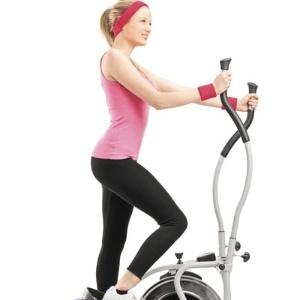 O aparelho elíptico fortalece a musculatura, mas também causa mais pressão sobre a lombar do que caminhar - Thinkstock/Getty Images