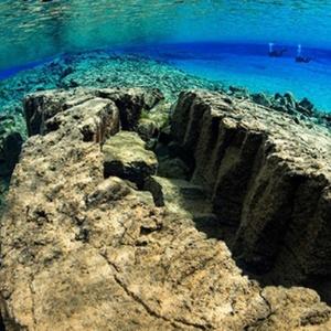 Vão entre duas placas tectônicas na Islândia