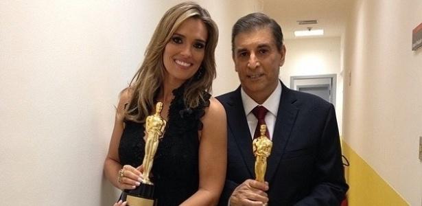 Karyn Bravo e Carlos Nascimento com o Troféu Imprensa; jornalista está afastado para curar câncer