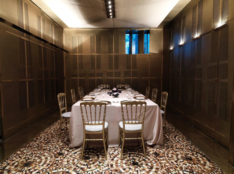 Fotos restaurante na espanha atende apenas uma mesa por - Restaurante umo barcelona ...