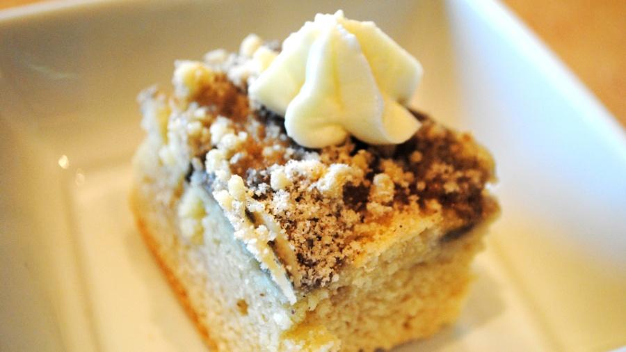 Torta Gelada de Brigadeiro com Coulis de Morango e Limão