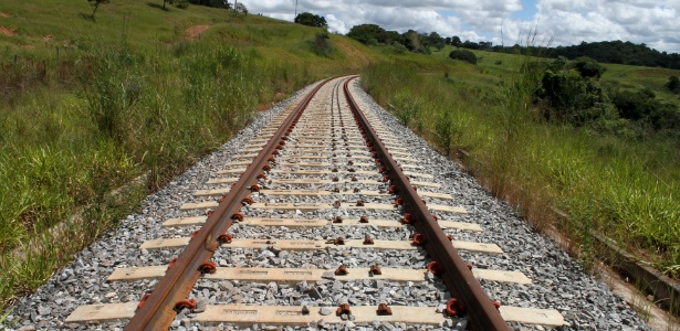 Trilhos da ferrovia Norte-Sul, em Goiás