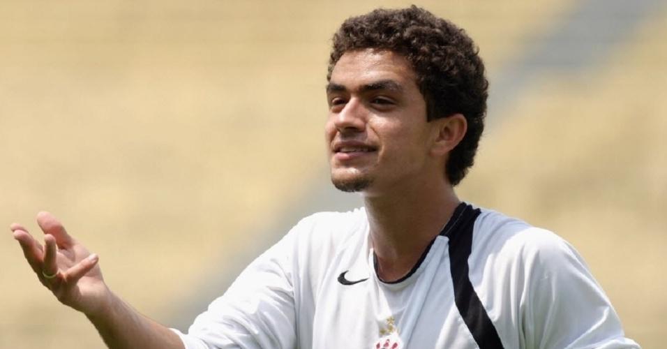 Melhor fase de Dinélson no Corinthians foi em 2007, antes de ele sofrer lesão no joelho e iniciar um drama