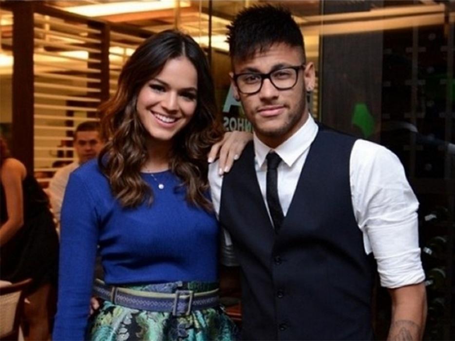 Neymar e Bruna Marquezine em festa do fim de Em Família