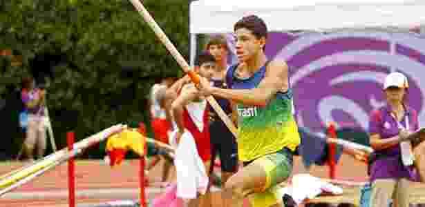 Thiago Braz corre para saltar no Mundial da Juventude em Singapura (2010) - Wander Roberto/COB/Divulgação - Wander Roberto/COB/Divulgação