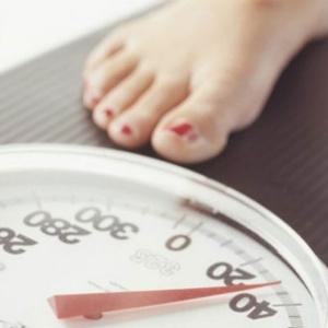 Especialistas aconselham dietas para emagrecer, mas com apoio de amigos ou profissionais - Thinkstock