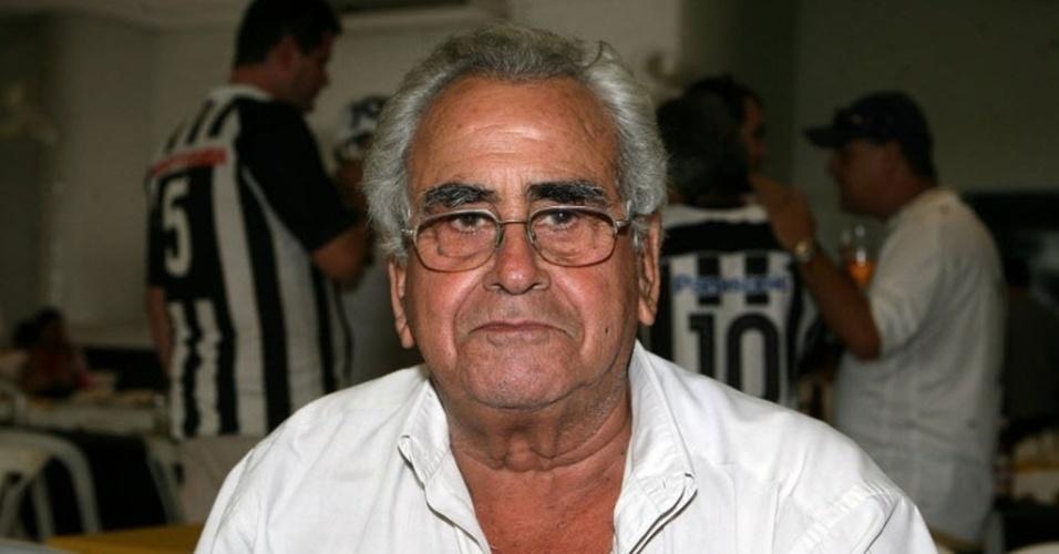 Zito já reconhece familiares após AVC, mas quadro ainda é considerado grave