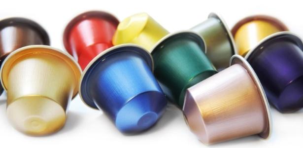 Cápsulas não são facilmente recicláveis porque são feitas de uma mistura de plástico e alumínio. A borra de café restante também dificulta o processo