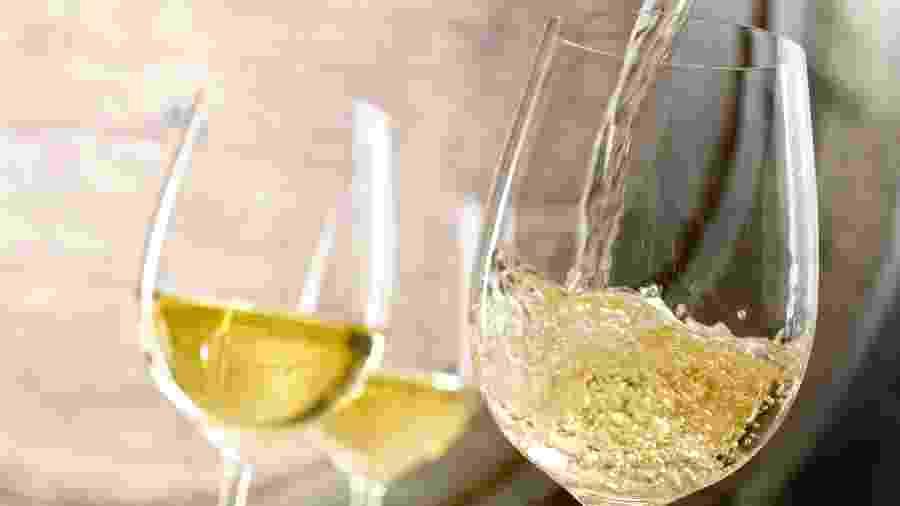 Vinho branco com salada - Getty Images